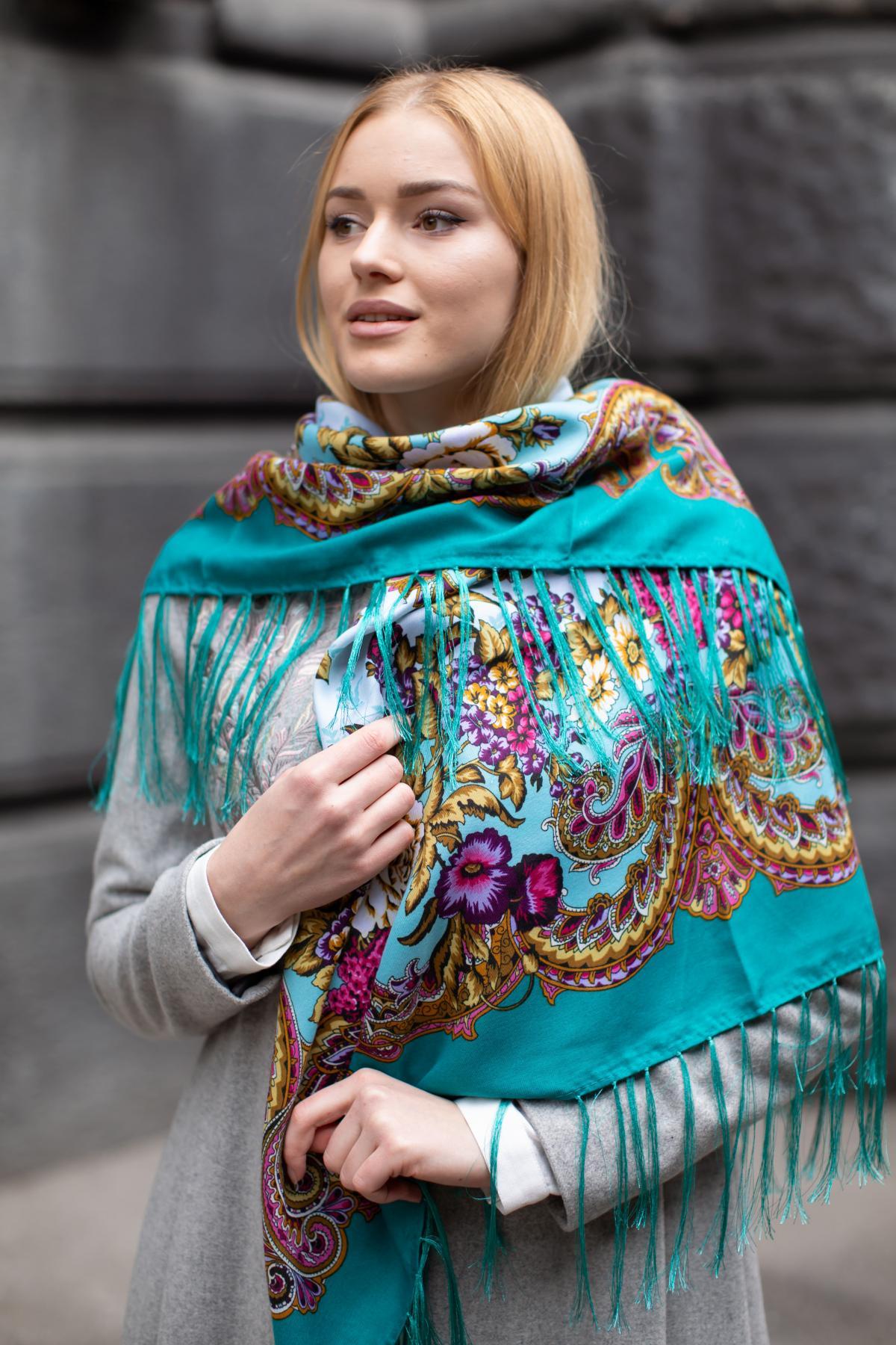 Зелена хустка з яскравим квітковим візерунком. Фото №7. | Народний дім Україна