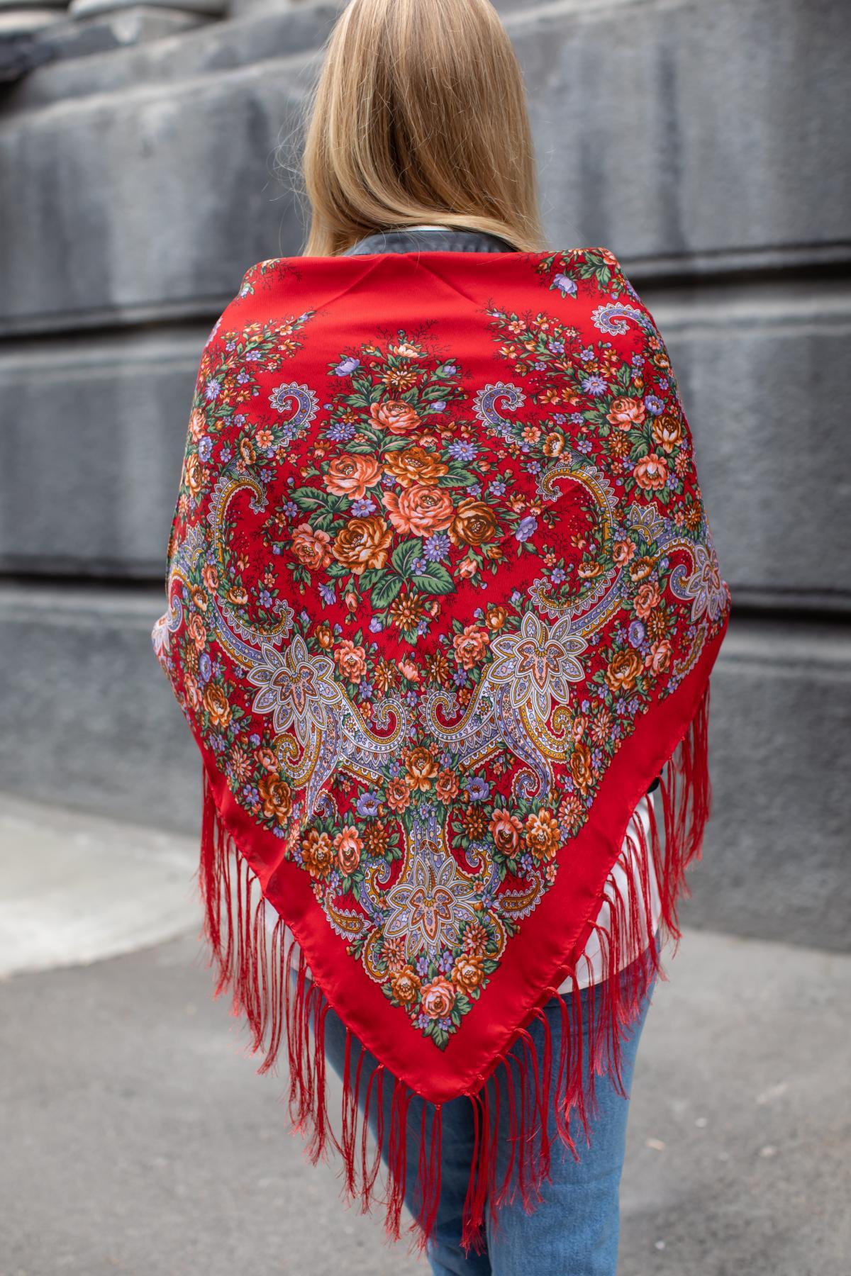 Ukrainian fiery red shawl with flowers. Photo №5. | Narodnyi dim Ukraine