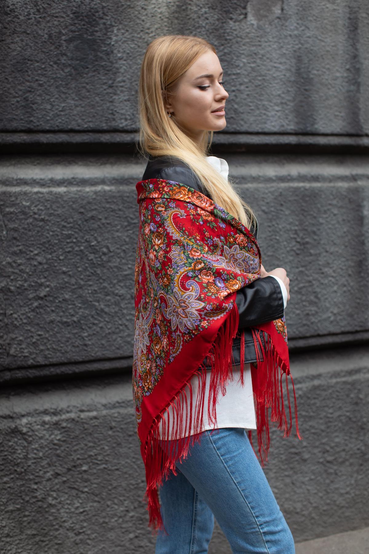 Ukrainian fiery red shawl with flowers. Photo №7. | Narodnyi dim Ukraine