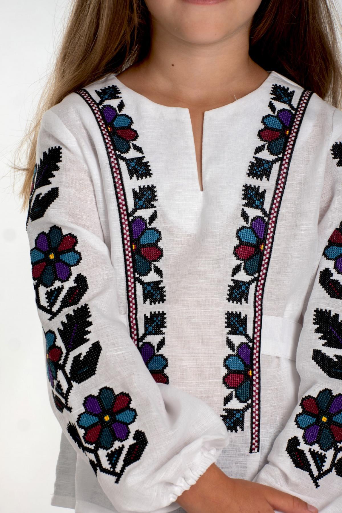 Вишиванка для дівчинки біла з Борщівською вишивкою. Фото №3. | Народний дім Україна