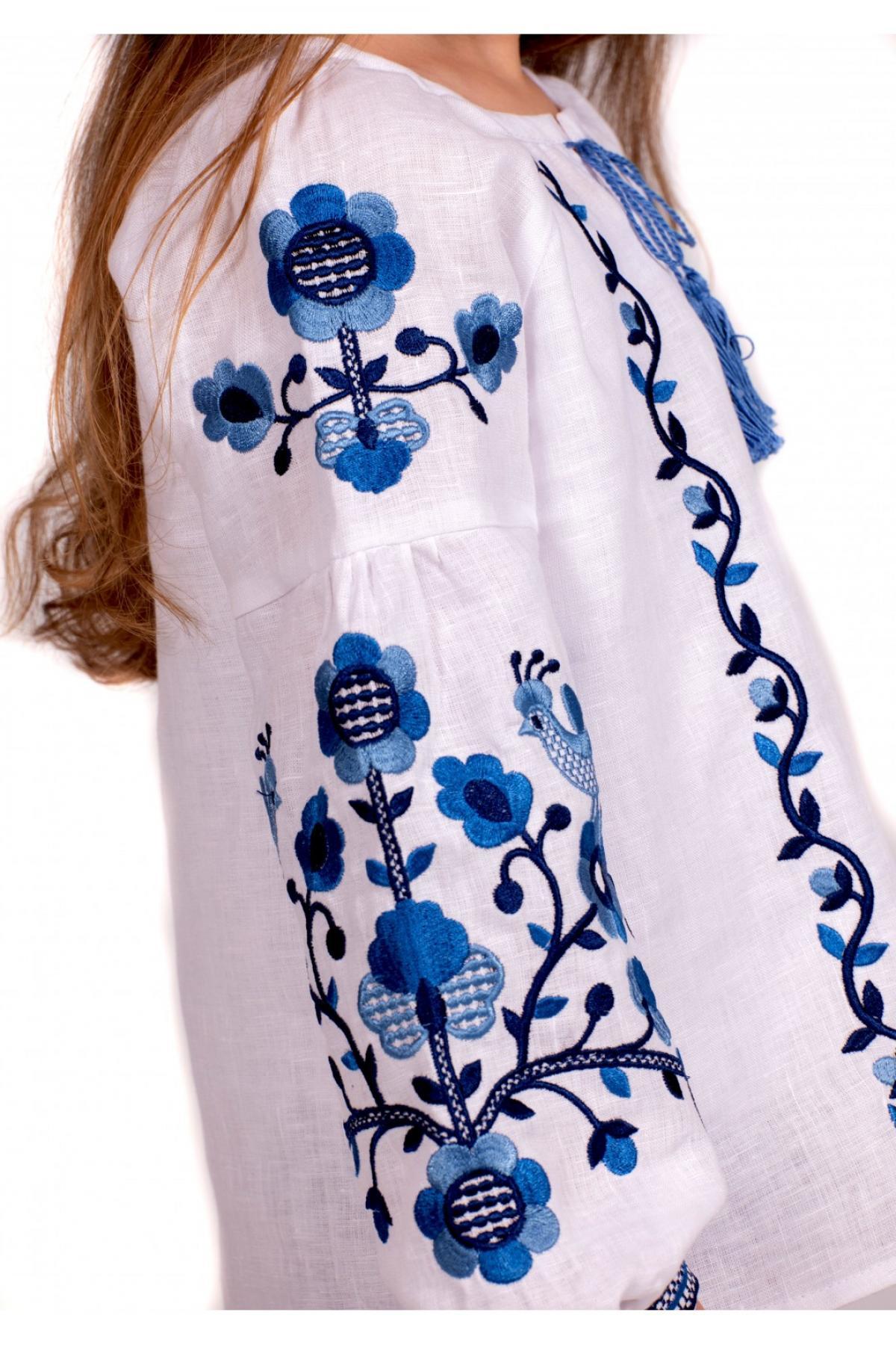 Вишиванка для дівчинки біла з синьою вишивкою. Фото №3. | Народний дім Україна