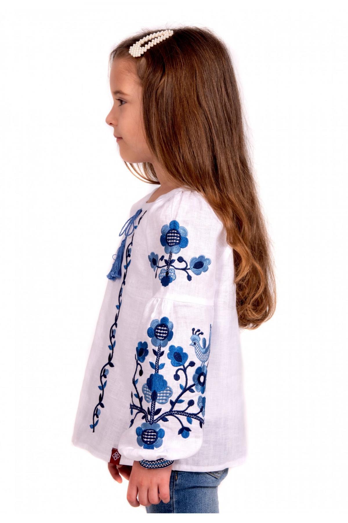 Вишиванка для дівчинки біла з синьою вишивкою. Фото №4. | Народний дім Україна
