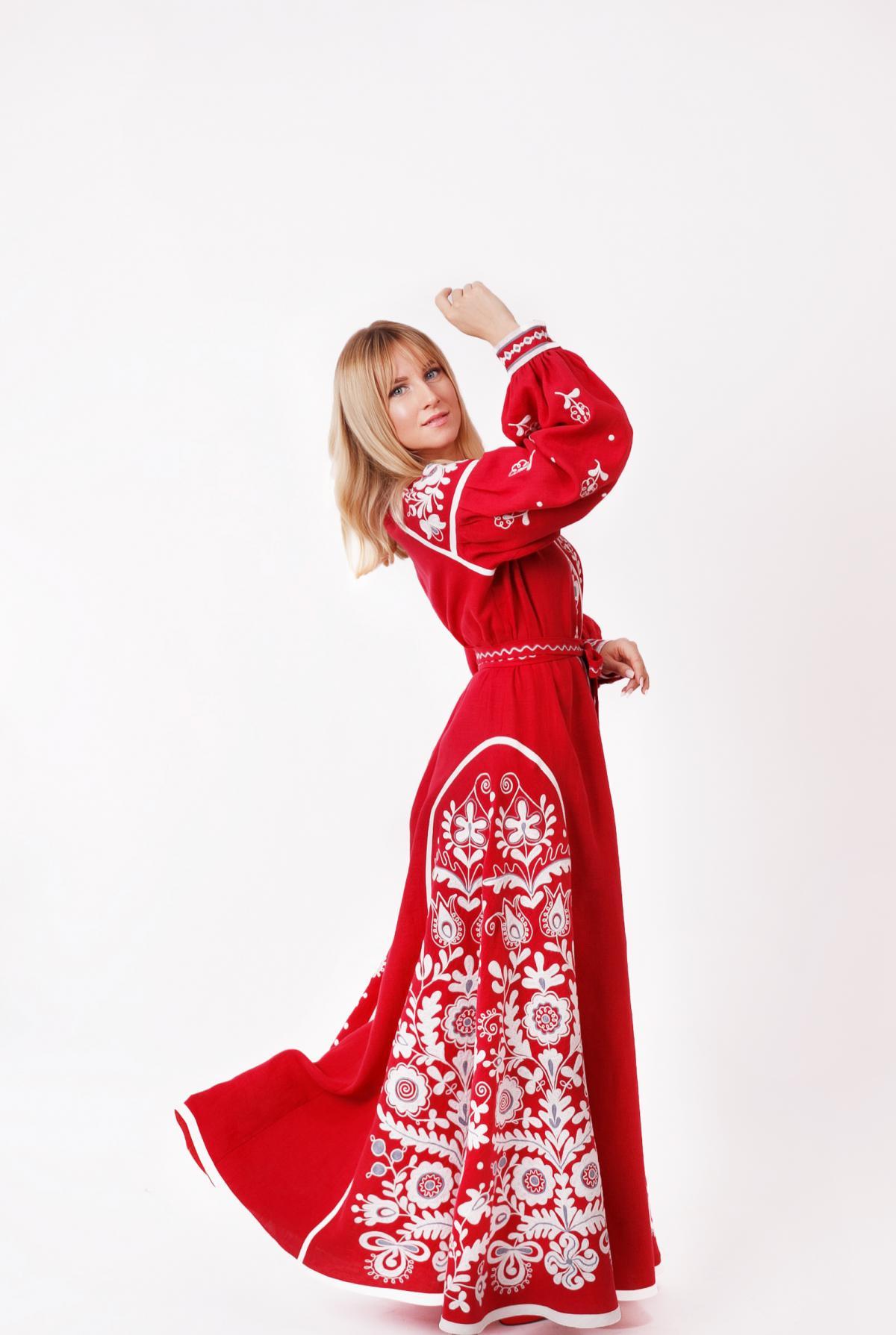 Червона ексклюзивна дизайнерська вишита сукня, довга. Фото №1. | Народний дім Україна